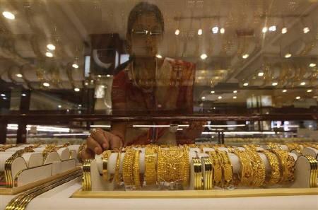 Giá vàng trong nước tiếp tục giảm - ảnh 1