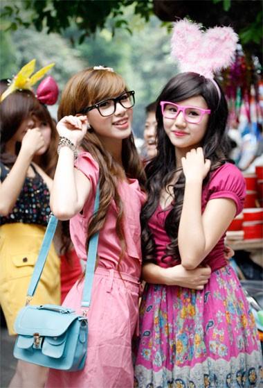 Hà Thanh Tâm (trái) và Ngô Tuyết Mai, những khuôn mặt ấn tượng trong cuộc thi gương mặt sinh viên toàn quốc năm 2011