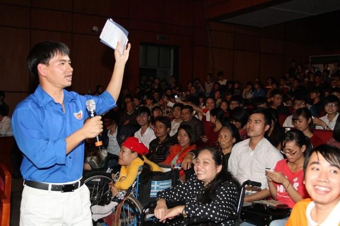 Nghệ sĩ hài Xuân Bắc, MC của chương trình hướng dẫn các bạn trẻ vào các trang web của chương trình