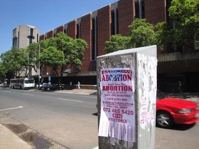 Rao vặt dịch vụ nạo phá thai xuất hiện khắp thành phố