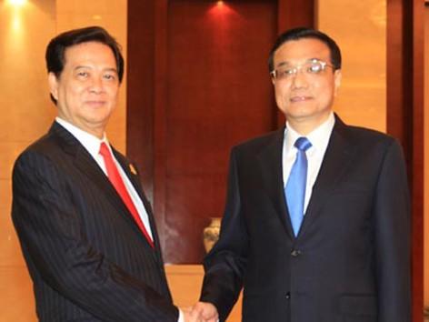 Thủ tướng Nguyễn Tấn Dũng (trái) và Thủ tướng lý Khắc Cường