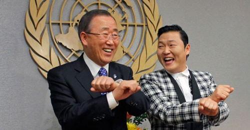 Đến Tổng Thư ký Liên Hiệp Quốc Ban Ki-moon cũng phải nhờ Psy chỉ dẫn nhảy Gangnam Style - Ảnh: Reuters