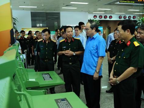 Ông Nguyễn Đình Chiến – Viện trưởng Viện nghiên cứu phát triển Viettel đang thuyết trình về hệ thống quản lý vùng trời mới do Viettel thiết kết và sản xuất