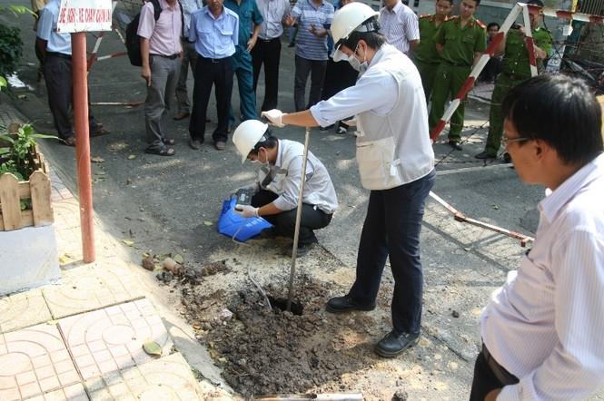 Mặt hố được đào để tiến hành khám nghiệm