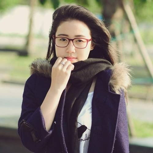 Cô gái 19 tuổi này rất dễ thương và hiền lành. Nhìn Thể Ny nhiều người liên tưởng đến Miss teen Xuân Mai. Cả hai có khuôn mặt bầu bĩnh khá giống nhau ở một số góc chụp