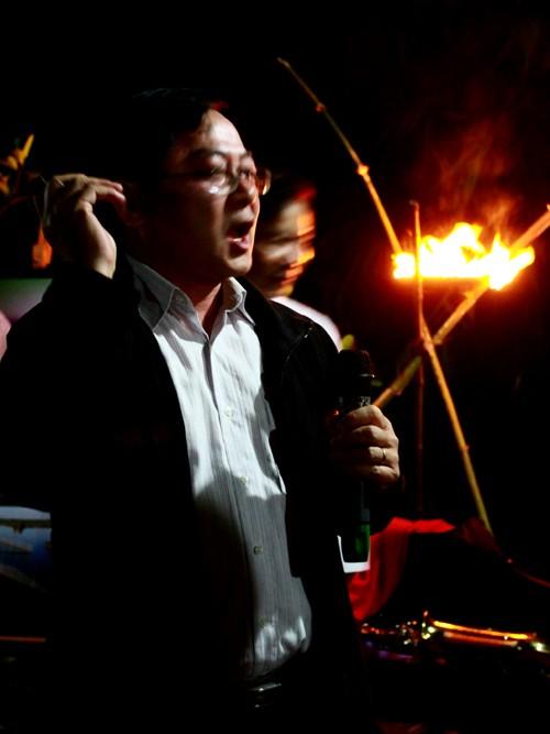 Nhà báo Lê Xuân Sơn, TBT báo Tiền Phong, đã gửi tới chương trình những bài thơ sâu lắng