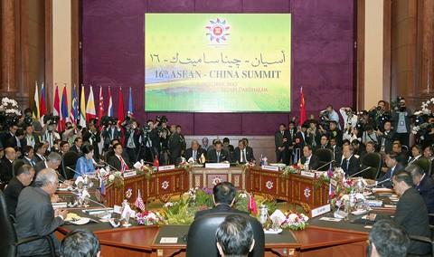 Thủ tướng Nguyễn Tấn Dũng nhấn mạnh hòa bình, ổn định ở Biển Đông - ảnh 2