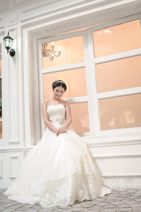 Ngọc Hân kiêu kỳ trong bộ váy cưới tự thiết kế - ảnh 8