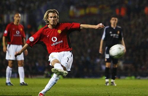 Beckham ghi bàn từ pha sút phạt trong trận M.U gặp Real năm 2003