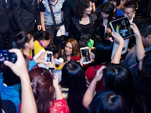 Thắng đề cử EMA Đông Nam Á, Mỹ Tâm hát cực 'sung' - ảnh 12