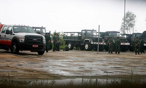 Từ chiều 11/10 các chiến sĩ đã vận hành và bảo dưỡng xe.             Bài viết: http://news.zing.vn/Doan-xe-tang-le-tai-Quang-Binh-dien-tap-trong-mua-post359630.html#home_featured.tinnong             Nguồn Zing News