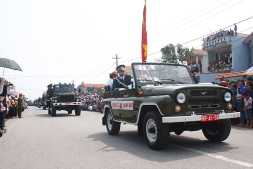 Đoàn xe đi qua Đồng Hới. Ảnh: Nguyễn Thành