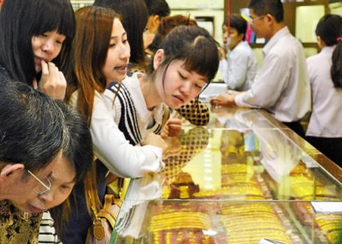 Giá vàng tăng vọt ngay đầu phiên Mỹ