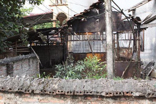 Một nhà dân bị cháy do vụ nổ gây ra