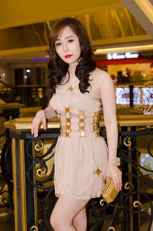 Quỳnh Nga bốc lửa, dự tiệc cùng người mẫu Doãn Tuấn - ảnh 2