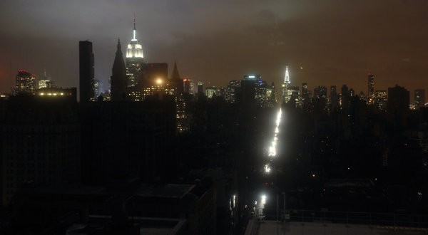Hàng triệu hộ dân ở New York đang sống trong tình trạng mất điện