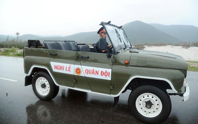 Diễn tập trong cơn mưa nặng hạt             Bài viết: http://news.zing.vn/Doan-xe-tang-le-tai-Quang-Binh-dien-tap-trong-mua-post359630.html#home_featured.tinnong             Nguồn Zing News