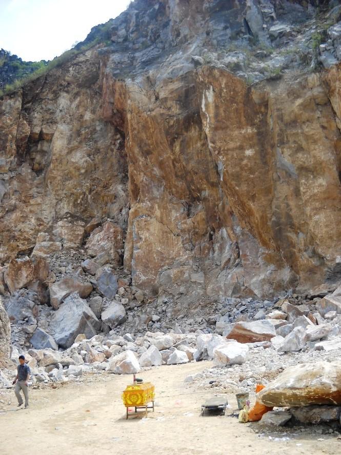 Hiện trường sạt lở đá gây chết người tại huyện Đông Sơn (Thanh Hóa) tháng 6/2013. Ảnh: Hoàng Lam