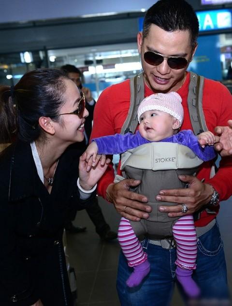 Jennifer Phạm và chồng trong chuyến về Việt Nam mới đây