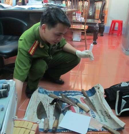 Lực lượng nghiệp vụ giám định tang vật.
