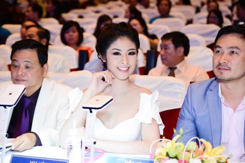 Hoa hậu Ngọc Hân xinh đẹp, gợi cảm làm giám khảo - ảnh 5