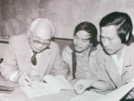 Đại tướng Võ Nguyên Giáp làm việc với 2 PV Hoàng Sơn, Xuân Ba, 1988