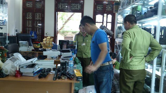 Lực lượng chức năng kiểm đếm số hàng hóa của Cty Thái Thắng