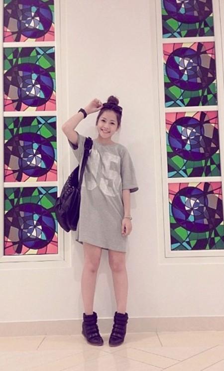 """Hot girl Chi Pu cá tính và năng động với """"áo thun dạng váy"""" đang được rất nhiều các bạn trẻ yêu thích"""