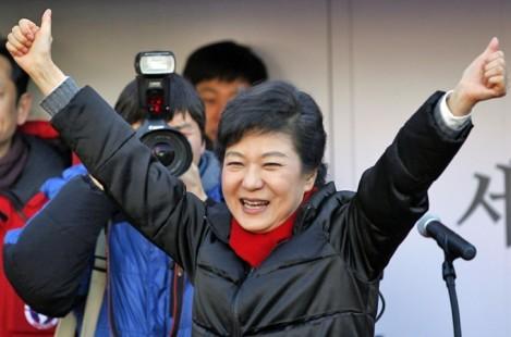 Ngày 19 12, bà Park Geun-hye, con gái của cố tổng thống Park Chung-hee đã trở thành nữ tổng thống đầu tiên của Hàn Quốc sau khi giành chiến thắng trong cuộc bầu cử tổng thống lần thứ 18