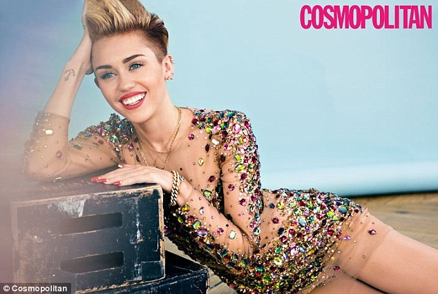 Miley Cyrus đẹp lộng lẫy với áo đính đầy đá quý - ảnh 2
