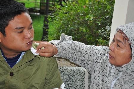 Từ một cậu sinh viên năm thứ 2 trường ĐH Y Hà Nội, Hùng trở thành bệnh nhân của bệnh viện Tâm thần Hà Nội.