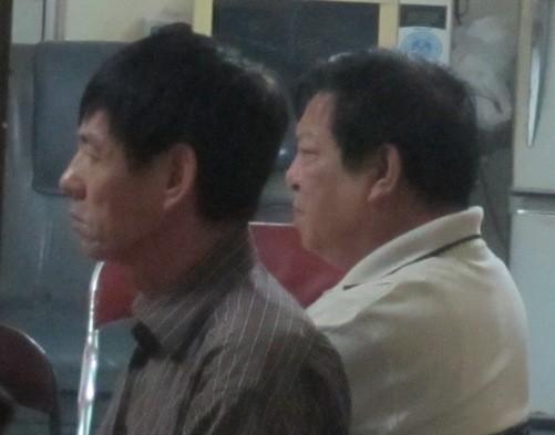 Ông Nguyễn Hữu An (áo sẫm màu), chú ruột chồng nạn nhân Huyền cho biết vẫn chưa có một manh mối nào về thi thể của chị