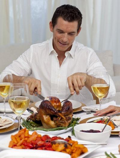 Khi bị tiểu đường, bạn phải lựa chọn thức ăn khi dự tiệc - Ảnh minh họa: Shutterstock