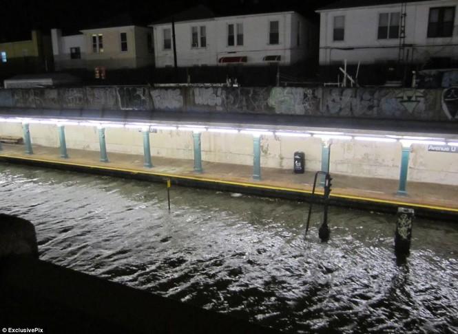Một ga tàu ngầm ở thành phố New York hoàn toàn bị tê liệt