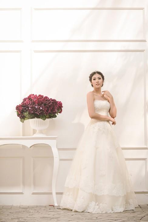 Ngọc Hân kiêu kỳ trong bộ váy cưới tự thiết kế - ảnh 2