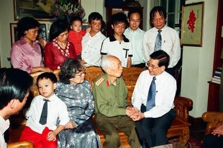 Nguyên Chủ tịch nước Nguyễn Minh Triết thăm Đại tướng Võ Nguyên Giáp