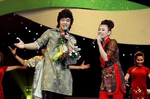 Cuối năm 2009, thành công đến với Wanbi khi anh cùng ca sĩ Thu Thủy nhận được giải thưởng Ca sĩ triển vọng trong năm của bảng xếp hạng Làn Sóng Xanh