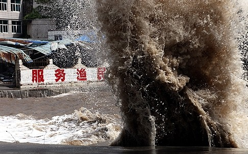 Bão Fitow tấn công Trung Quốc, 5 người chết - ảnh 1