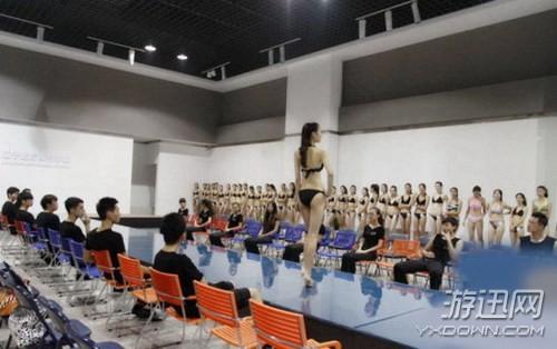 Choáng với các nữ sinh diện bikini nóng bỏng lên lớp - ảnh 2