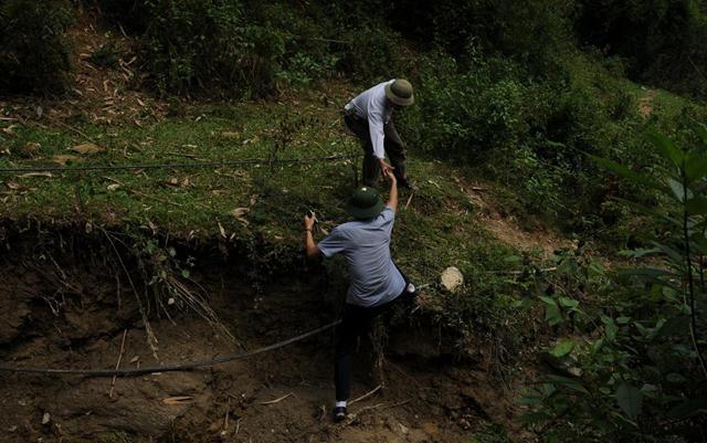 Cận cảnh bãi vàng thổ phỉ vừa bị sạt lở - ảnh 4