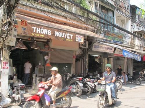 Phố Hàng Thiếc, nơi nạn nhân Lê Thị Thanh Huyền sinh sống