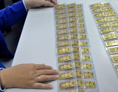 Vàng đấu thầu đắt khách