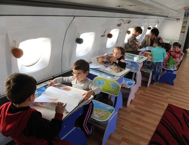 Biến máy bay thành lớp học mẫu giáo - ảnh 3