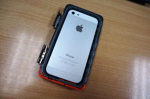 Nghịch 'áo giáp chống tăng' cho iPhone 5s - ảnh 6
