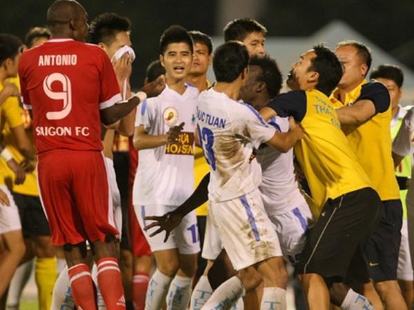Tình huống lộn xộn trong trận đấu giữa Thanh Hóa và FC Sài Gòn