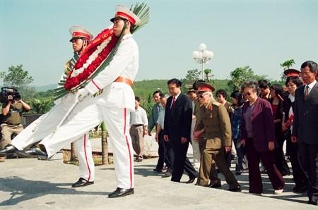 Đại tướng đến viếng Nghĩa trang liệt sĩ Đồi A1