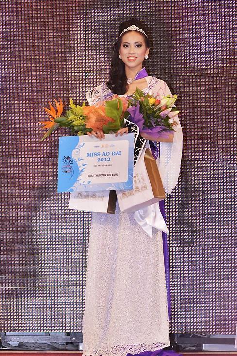 Thùy Linh đăng quang Hoa hậu người Việt tại Séc - ảnh 3