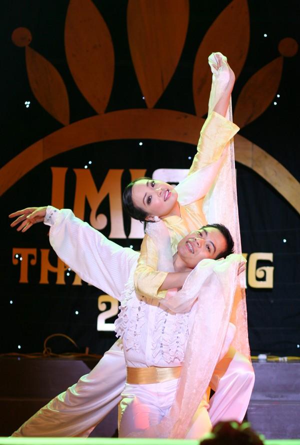 Trần Diệu Linh (ĐH Nông nghiệp) múa