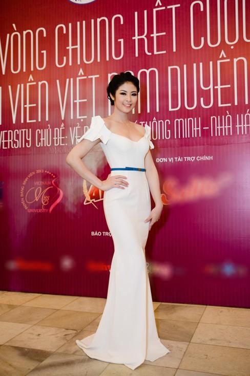 Hoa hậu Ngọc Hân xinh đẹp, gợi cảm làm giám khảo - ảnh 4