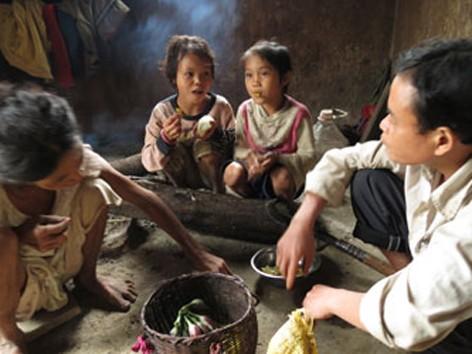 Gia đình người Rục. Ảnh: Pháp Luật TPHCM